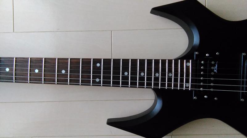 センターずれを直したギター