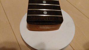 ツバ出し22Fのツバが折れてしまったギターのネックをヤスリで整えた