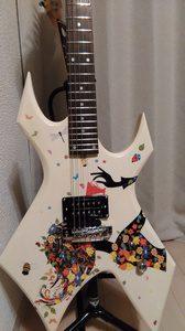 ラッカー塗料でリフィニッシュしたギター