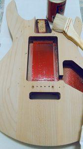 塗装前のギター・ボディ