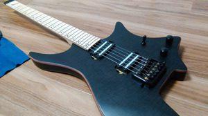 取り付け前のヘッドレスギター