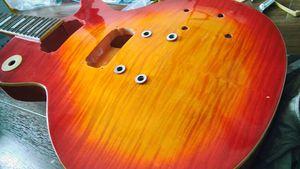 ボディについた塗料の点々は、#400、#800、#1500、#2000、コンパウンドで研磨することでこのようにピカピカに。