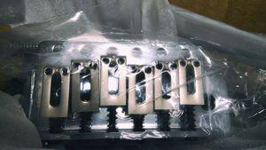 今回購入した弦間10.5mmのトレモロブリッジ