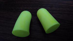 ダイソーで買った耳栓。3つ付いているので結構お得感がある。