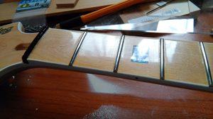 メイプル指板をお手軽ラッカー塗装してみた結果