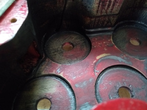 電導塗料を落とした後のコントロールキャビティの中
